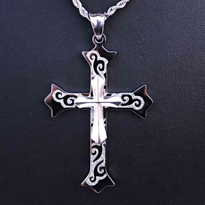 Ocelový přívěsek - Kříž / pískovaný ornament / V018