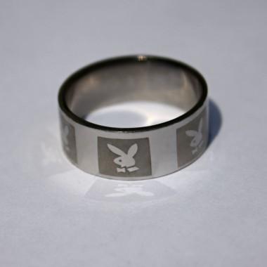 Ocelový prsten Playboy I.